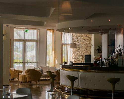 Lido Bar & Lounge